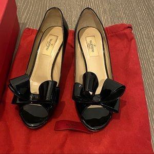 VALENTINO GARAVANI Couture Bow Low Heel Pump 37